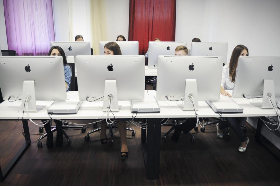 CEM wKielnarowej. Laboratorium Grafiki Komputerowej iSztuki Cyfrowej.