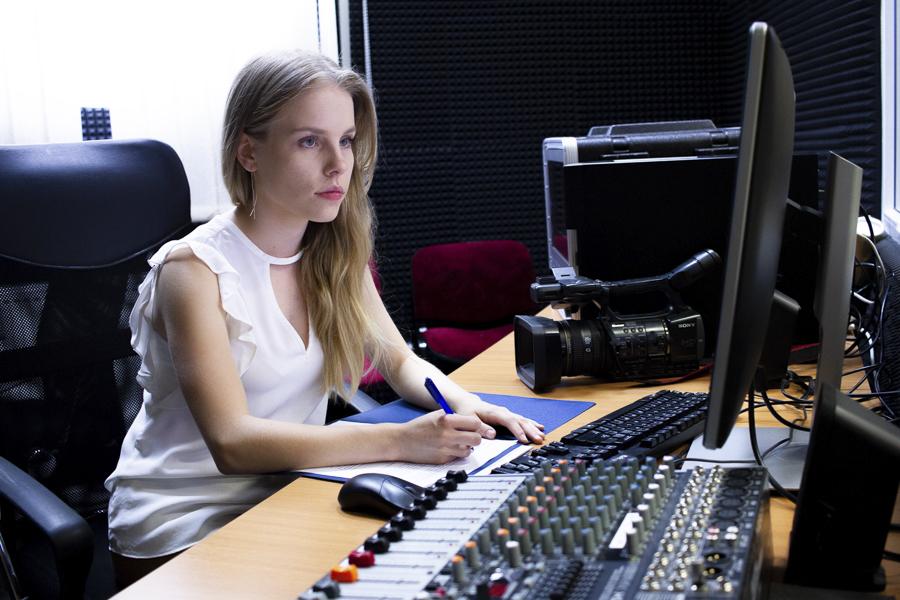 Kampus WSIiZ wRzeszowie. Studio TV INTRO MEDIA.