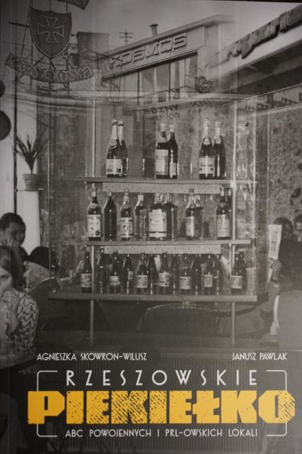 """Akademia 50+ zaprasza naspotkanie zautorami książki """"Rzeszowskie Piekiełko. ABC powojennych iPRL-owskich lokali""""- Januszem Pawlakiem iAgnieszką Skowron-Wilusz."""