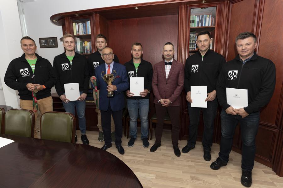 dyplomy gratulacyjne dla medalistów
